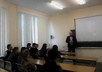 6 марта президент Ассоциации «БК «Авангард» провёл дискуссию со студентами 1-го курса ВГУЭС на тему «Патриотизм»